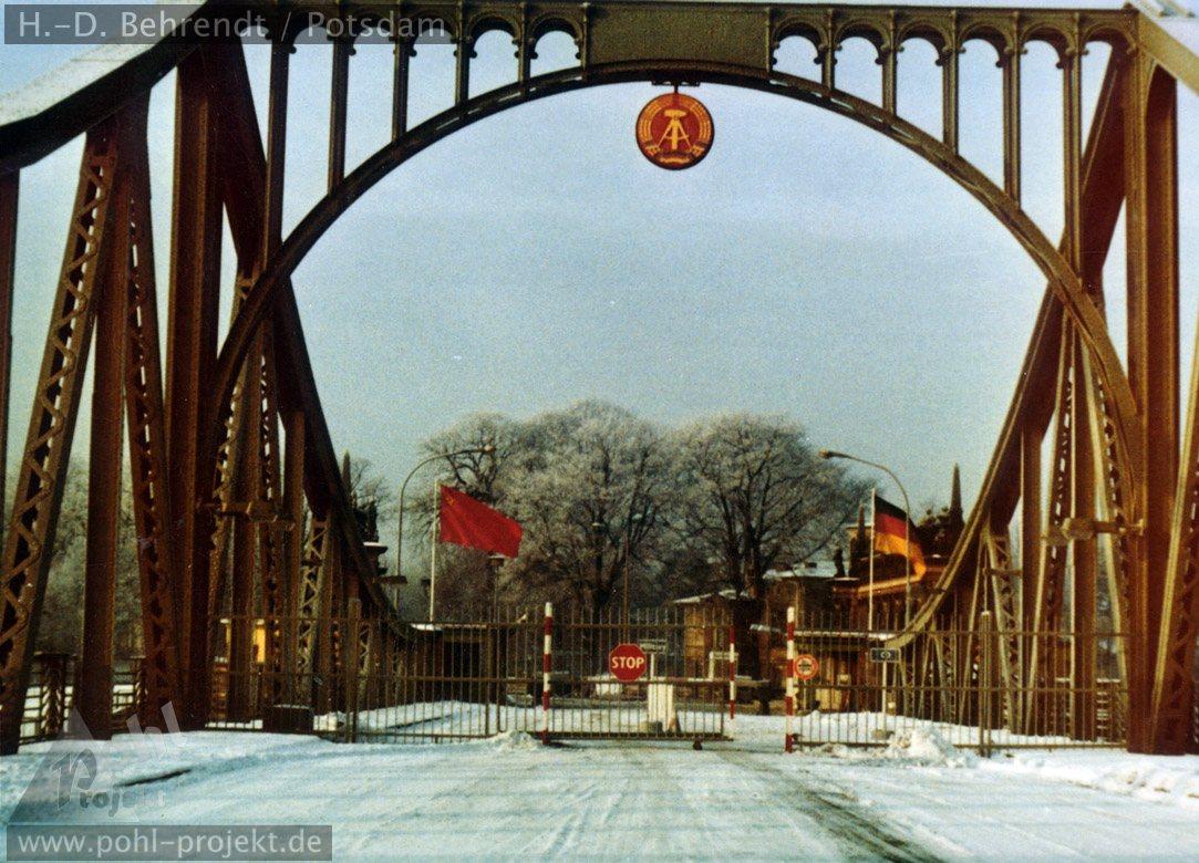 Bildergebnis für DDR Glienicker Brücke